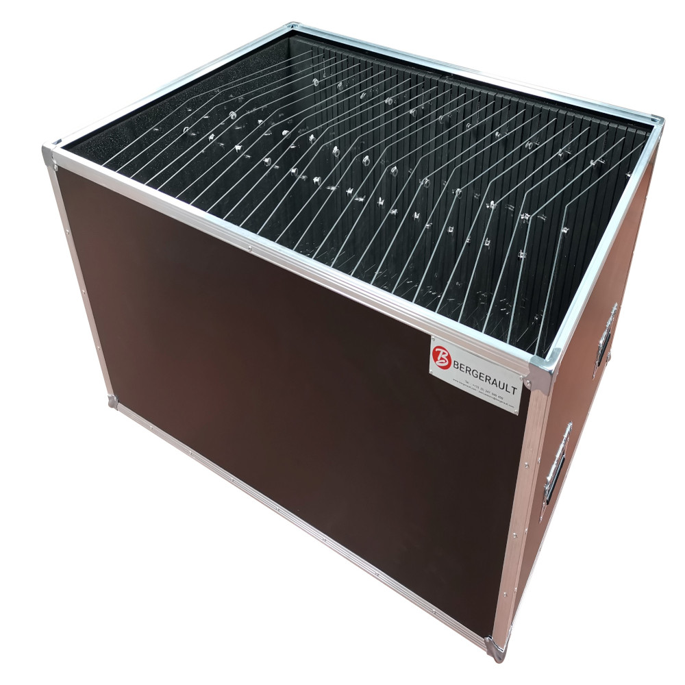 Flight case for 20 protection shields for music stand